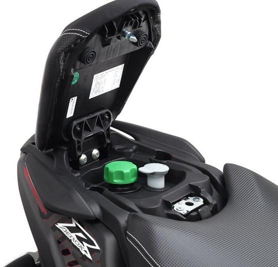 2015-Yamaha-AER50N-EU-Power-Black-Detail-008