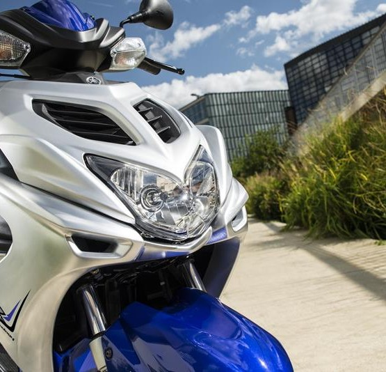 2015-Yamaha-Aerox-R-EU-Race-Blu-Detail-001