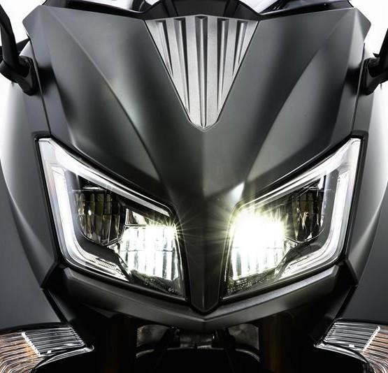 2015-Yamaha-T-MAX-SPECIAL-EU-Liquid-Darkness-Detail-014
