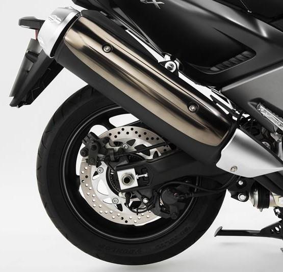 2015-Yamaha-T-MAX-SPECIAL-EU-Liquid-Darkness-Detail-016