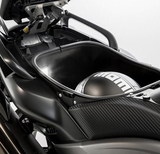 2015-Yamaha-T-MAX-SPECIAL-EU-Liquid-Darkness-Detail-017
