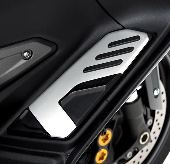 2015-Yamaha-T-MAX-SPECIAL-EU-Liquid-Darkness-Detail-021