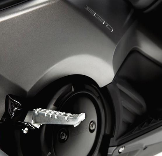 2015-Yamaha-T-MAX-SPECIAL-EU-Liquid-Darkness-Detail-023